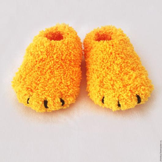 Детская обувь ручной работы. Ярмарка Мастеров - ручная работа. Купить Желтые пинетки для новорожденных Медвежьи лапки Винни Пуха. Handmade.