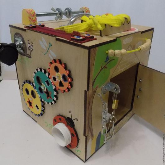 """Развивающие игрушки ручной работы. Ярмарка Мастеров - ручная работа. Купить Развивающий куб-бизиборд  """"Куколка"""". Handmade. Монтессори, бизиборды"""