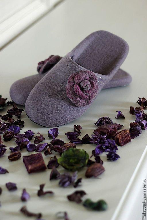 """Обувь ручной работы. Ярмарка Мастеров - ручная работа. Купить """"ROSES"""" валяные тапочки.. Handmade. Фиолетовый, тапочки домашние"""