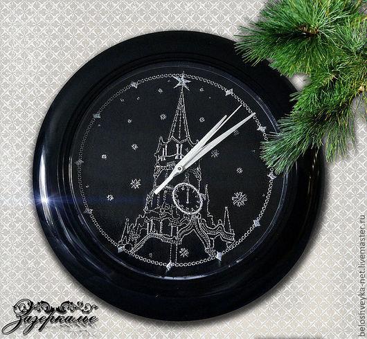 """Часы для дома ручной работы. Ярмарка Мастеров - ручная работа. Купить Часы с вышивкой """"С Новым Годом!"""". Handmade."""