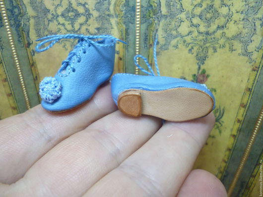 Одежда для кукол ручной работы. Ярмарка Мастеров - ручная работа. Купить Маленькие туфельки на шнуровке для куклы, длина 31 мм. Handmade.
