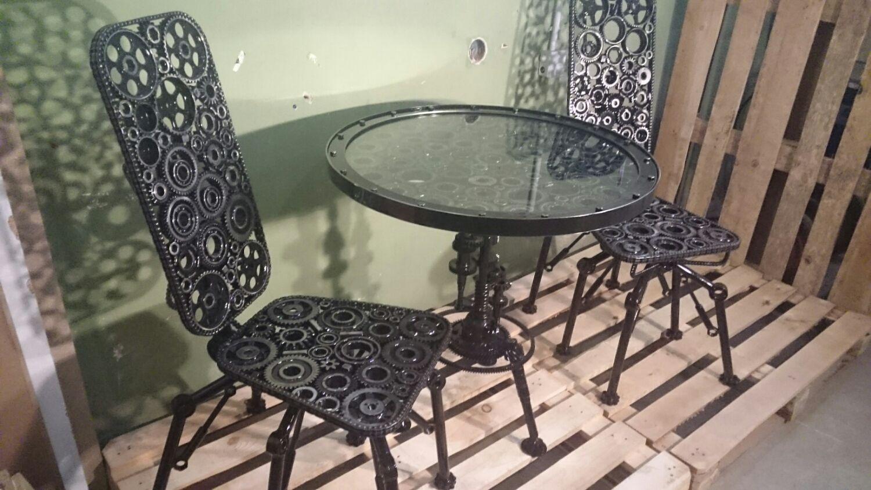 Стол из металлолома фото
