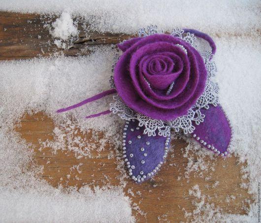 """Броши ручной работы. Ярмарка Мастеров - ручная работа. Купить Брошь валяная цветок роза """" Сиреневая, маленькая"""". Handmade."""