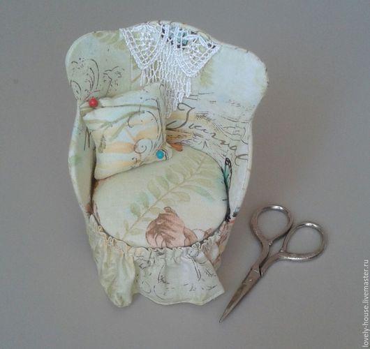 """Другие виды рукоделия ручной работы. Ярмарка Мастеров - ручная работа. Купить Игольница кресло с красивыми ножницами """" Кресло"""". Handmade."""