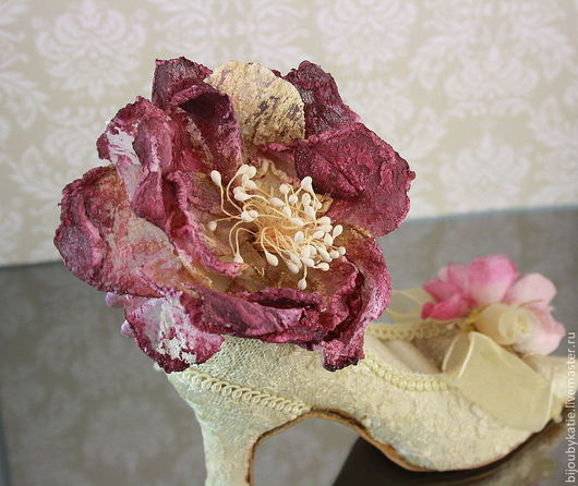Нежный браслет с красивым текстильным цветком в сиренево-желтых тонах. Диаметр цветка около 8 см, высота около 4 см основа для браслета красиво закрыта ленточкой из органзы Основа для браслета имее