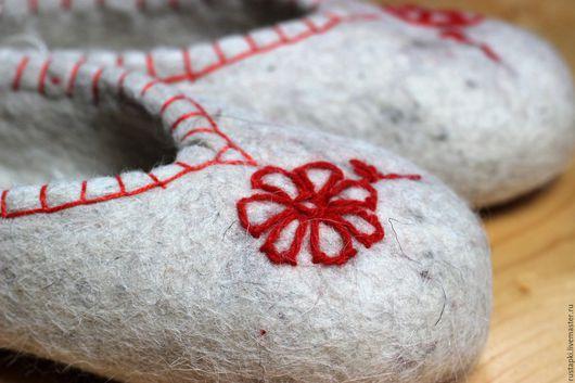 """Обувь ручной работы. Ярмарка Мастеров - ручная работа. Купить """"Маргаритка"""" домашние валяные тапочки  женские. Handmade. Белый, экостиль"""