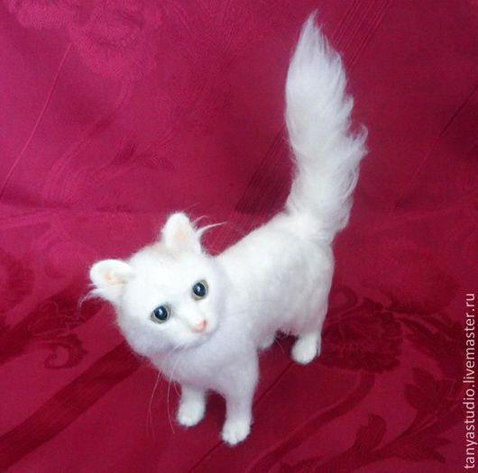 Игрушки животные, ручной работы. Ярмарка Мастеров - ручная работа. Купить Портретная скульптура белой кошки. Handmade. Войлочная скульптура