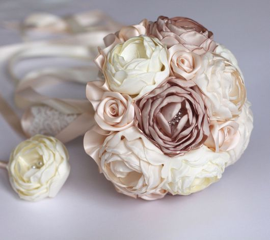 Свадебные цветы ручной работы. Ярмарка Мастеров - ручная работа. Купить Брошь-букет из пионов. Handmade. Брошь-букет