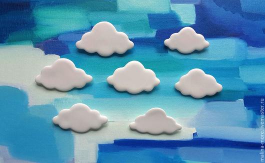 """Броши ручной работы. Ярмарка Мастеров - ручная работа. Купить Броши """"Облака"""". Handmade. Белый, брошка, керамические украшения, небо"""
