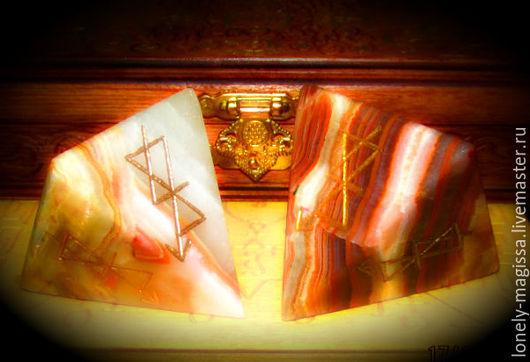 """Обереги, талисманы, амулеты ручной работы. Ярмарка Мастеров - ручная работа. Купить Пирамида-талисман """"ЧЕРЕЗ ТЕРНИИ К ЗВЕЗДАМ"""", из оникса, с рунами. Handmade."""