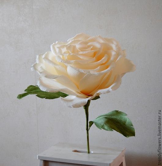 Большой бумажный цветок Роза из гофрированной бумаги