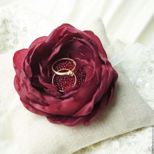 Свадебные аксессуары ручной работы. Ярмарка Мастеров - ручная работа. Купить Свадебная льняная подушечка для колец с цветком марсала. Handmade.