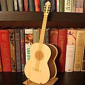 Модели ручной работы. Ярмарка Мастеров - ручная работа Шкатулка для мелочей в форме гитары подарок музыканту гитаристу другу. Handmade.