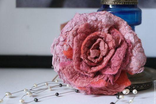 Броши ручной работы. Ярмарка Мастеров - ручная работа. Купить Войлочная брошь-роза Sympathy. Handmade. Бледно-розовый