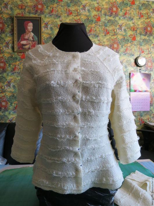Пиджак, жакет ручной работы. Валяный жакет белый. Ярмарка Мастеров - ручная работа. Купить валяный белый жакет. Handmade.