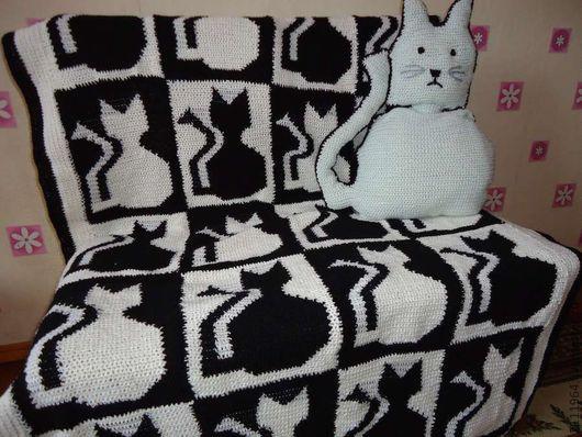 Детская ручной работы. Ярмарка Мастеров - ручная работа. Купить вязаный крючком двухсторонний плед черно-белая магия-коты. Handmade.