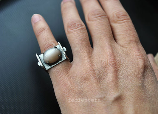 Кольца ручной работы. Ярмарка Мастеров - ручная работа. Купить Tommelise - серебряное кольцо с лунным камнем (серебро 925). Handmade.