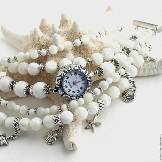 """Часы ручной работы. Ярмарка Мастеров - ручная работа. Купить """"На побережье"""" - часы-браслет (перламутр). Handmade. Белый"""