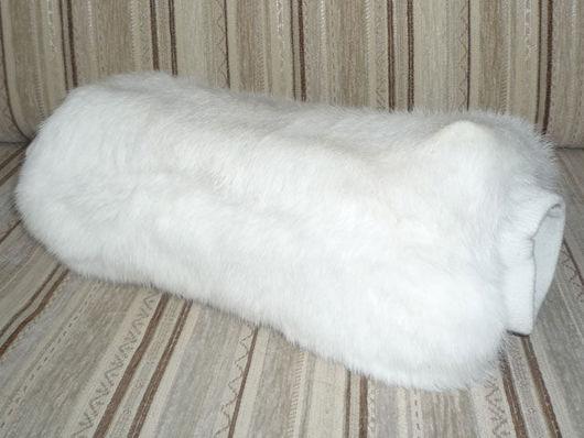 Муфта из меха белого кролика