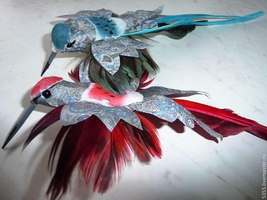 Птички декоративные Колибри на прищепке. Красивые птички нежной расцветки с длинными клювиками, яркими крыльями и хвостами из натуральных перьев. Палочка - выручалочка.