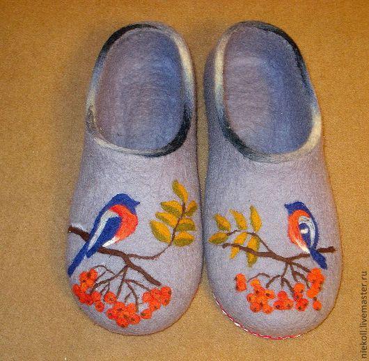 """Обувь ручной работы. Ярмарка Мастеров - ручная работа. Купить Домашние тапочки """"Снегири"""". Handmade. Серый, эксклюзивный подарок"""