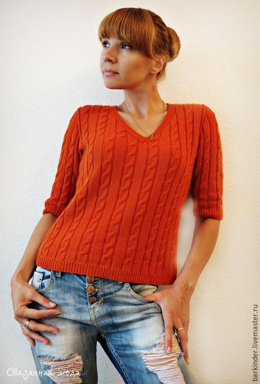 Вязаный женский пуловер с косами