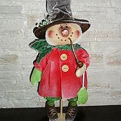 Куклы и игрушки ручной работы. Ярмарка Мастеров - ручная работа Кукла. Снеговик с трубкой (в красном). Handmade.