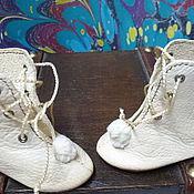 Куклы и игрушки ручной работы. Ярмарка Мастеров - ручная работа Сапожки для антикварной куклы из натуральной кожи. Handmade.