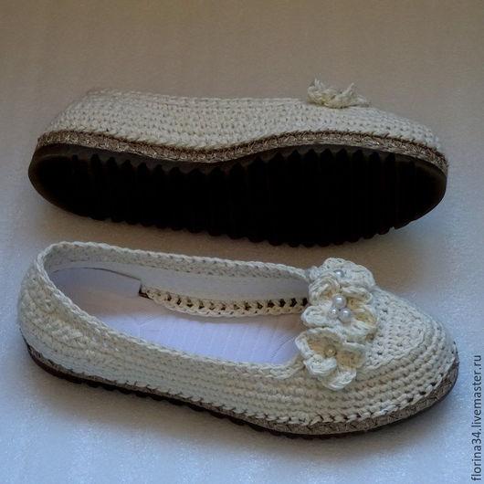 Обувь ручной работы. Ярмарка Мастеров - ручная работа. Купить Балетки вязаные уличные, белые, лен. Handmade. Белый, тапочки