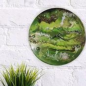 """Часы классические ручной работы. Ярмарка Мастеров - ручная работа Часы из эпоксидной смолы """"Зелёная планета"""". Handmade."""