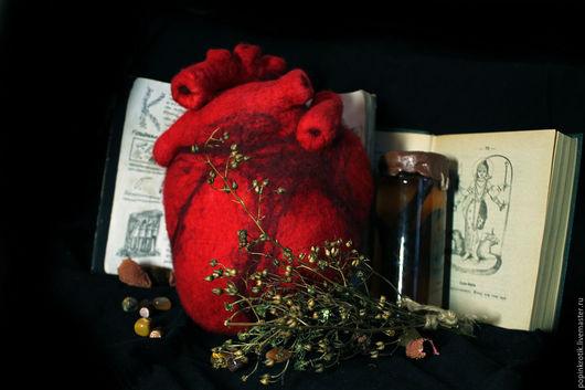 Эзотерические аксессуары ручной работы. Ярмарка Мастеров - ручная работа. Купить Анатомическое Сердце шерстяное. Handmade. Сердце, подушка в подарок