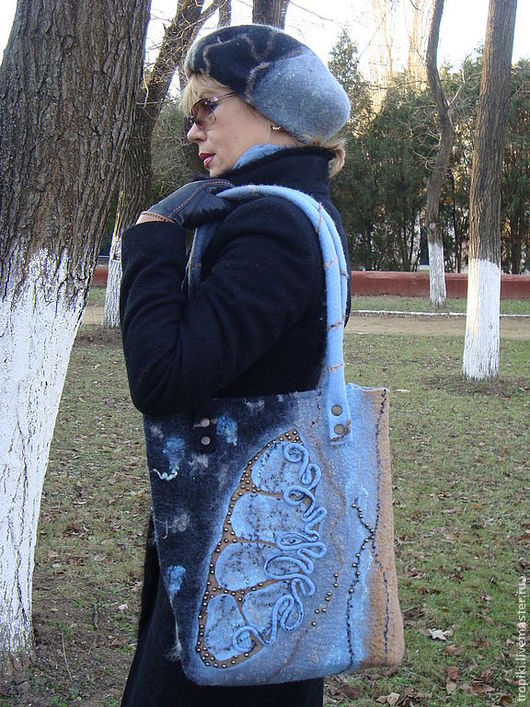 """Женские сумки ручной работы. Ярмарка Мастеров - ручная работа. Купить """" За горизонтом"""" сумка валяная + берет валяный. Handmade."""