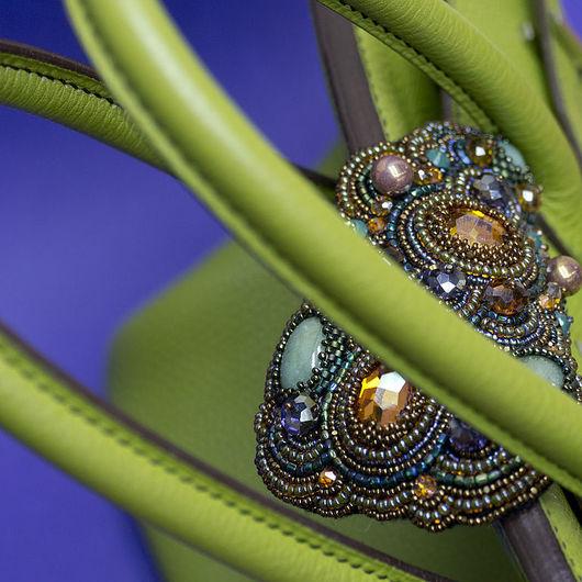 Брошь сваровски и кабошоны нефриты Вышивка мелким бисером японским тохо