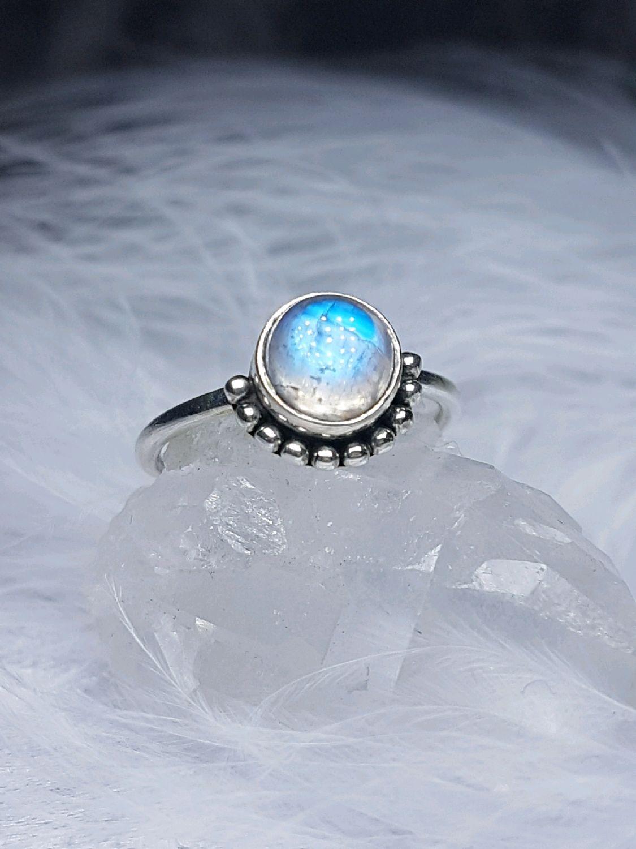 этим простым кольца лунный камень фото обычный цифровой или