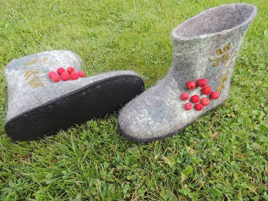 """Обувь ручной работы. Ярмарка Мастеров - ручная работа. Купить Тапочки -валеночки  женские """"Рябинушка"""". Handmade. Серый"""