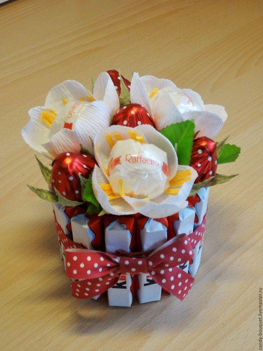"""Букеты ручной работы. Ярмарка Мастеров - ручная работа. Купить Мини-торт """"Клубничная радость"""". Handmade. Комбинированный, торт из конфет"""