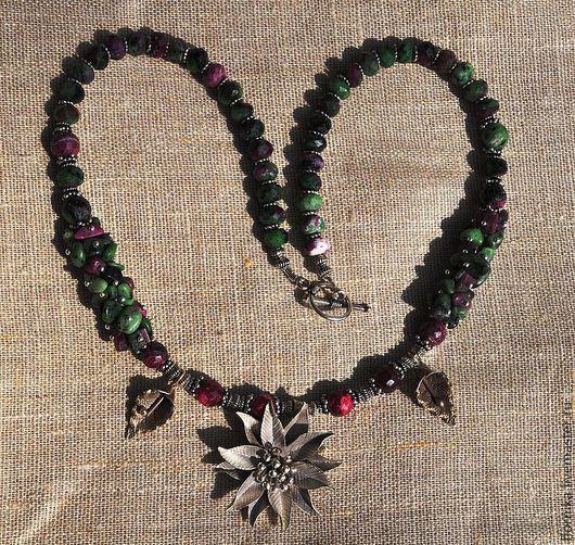 Колье, бусы ручной работы. Ярмарка Мастеров - ручная работа. Купить Ожерелье из рубина в цоизите и рубина. Handmade. Зеленый