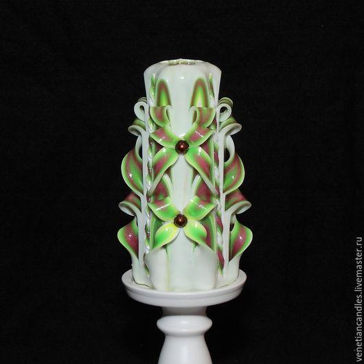 Резная свеча ручной работы, высотой 18 см, выполненная в желтом, зеленом, розовом и белом цветах. Автор: Игорь Горбачёв `Венецианские свечи`
