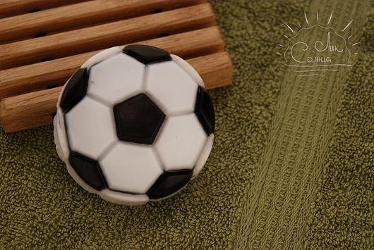 """Мыло ручной работы. Ярмарка Мастеров - ручная работа. Купить Мыло """"Футбольный мяч"""". Handmade. Спорт, подарки для мужчин"""