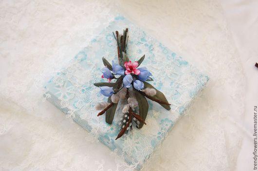 Брошь из шелковых цветов вербы и подснежников. Цветы из шелка