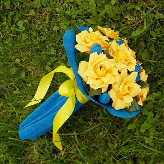 Букеты ручной работы. Ярмарка Мастеров - ручная работа. Купить Конфетный букет из роз - Желтые розы.. Handmade. Синий