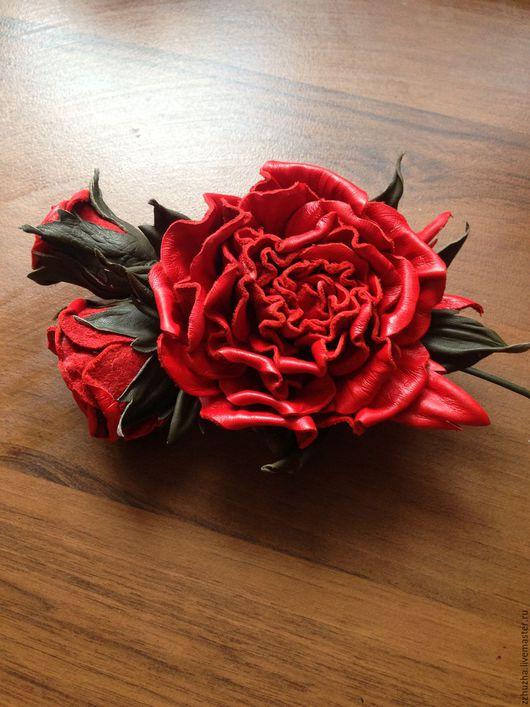 Броши ручной работы. Ярмарка Мастеров - ручная работа. Купить Брошь.  Розы алые.. Handmade. Ярко-красный, украшение с цветами