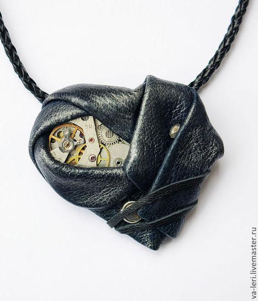 """Кулоны, подвески ручной работы. Ярмарка Мастеров - ручная работа. Купить Кулон """"Сердце Форальберга"""" (синий). Handmade. Тёмно-синий"""