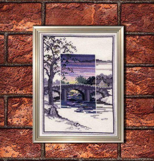 Вышитая картина Старый мост, вариант оформления в виртуальную раму
