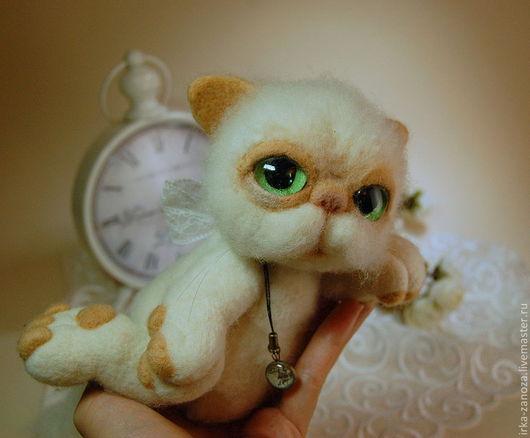 Игрушки животные, ручной работы. Ярмарка Мастеров - ручная работа. Купить Авторская игрушка из шерсти - Ленивый котяра. Handmade. Белый