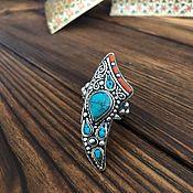 Стильное кольцо-талисман с бирюзой и кораллом.