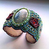 Украшения ручной работы. Ярмарка Мастеров - ручная работа Вышитый бисером широкий браслет с жадеитами и бисерными цветками. Handmade.