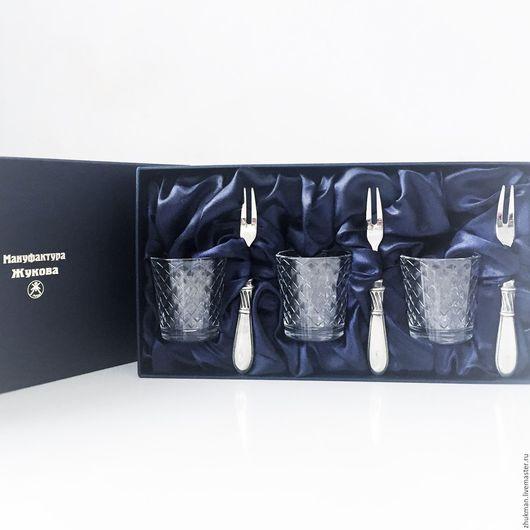 Персональные подарки ручной работы. Ярмарка Мастеров - ручная работа. Купить Набор стопок с вилочками на троих в футляре (3х50мл + 3). Handmade.
