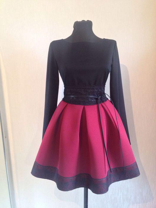 Платья ручной работы. Ярмарка Мастеров - ручная работа. Купить Платье из неопрена с пышной юбкой и кружевом, бордовое платье, марсала. Handmade.