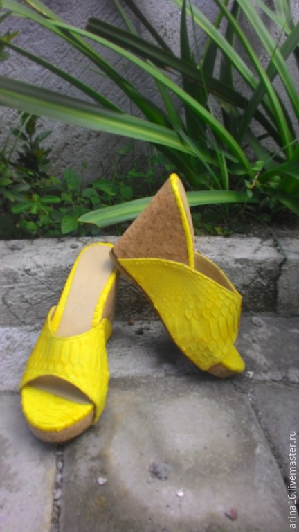 Обувь ручной работы. Ярмарка Мастеров - ручная работа. Купить сабо из питона. Handmade. Желтый, сабо, босоножки женские
